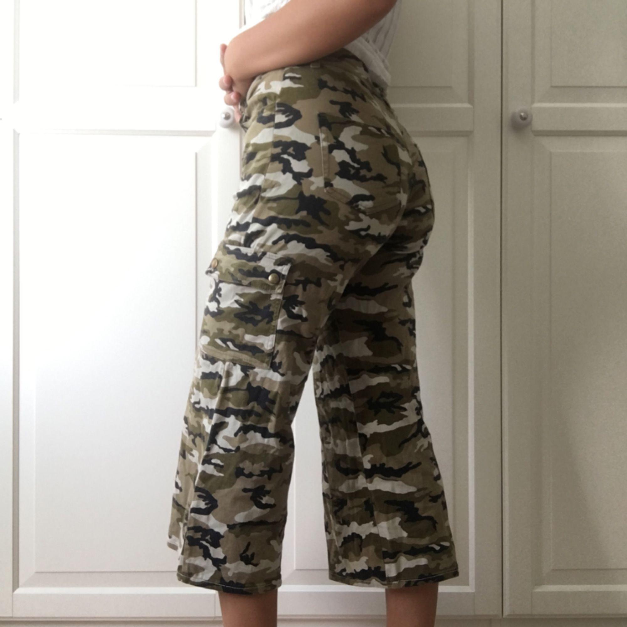 6a08b7057 Jättesnygga militärbyxor med lite stretch. Köpta på second hand för 200 kr,  ...