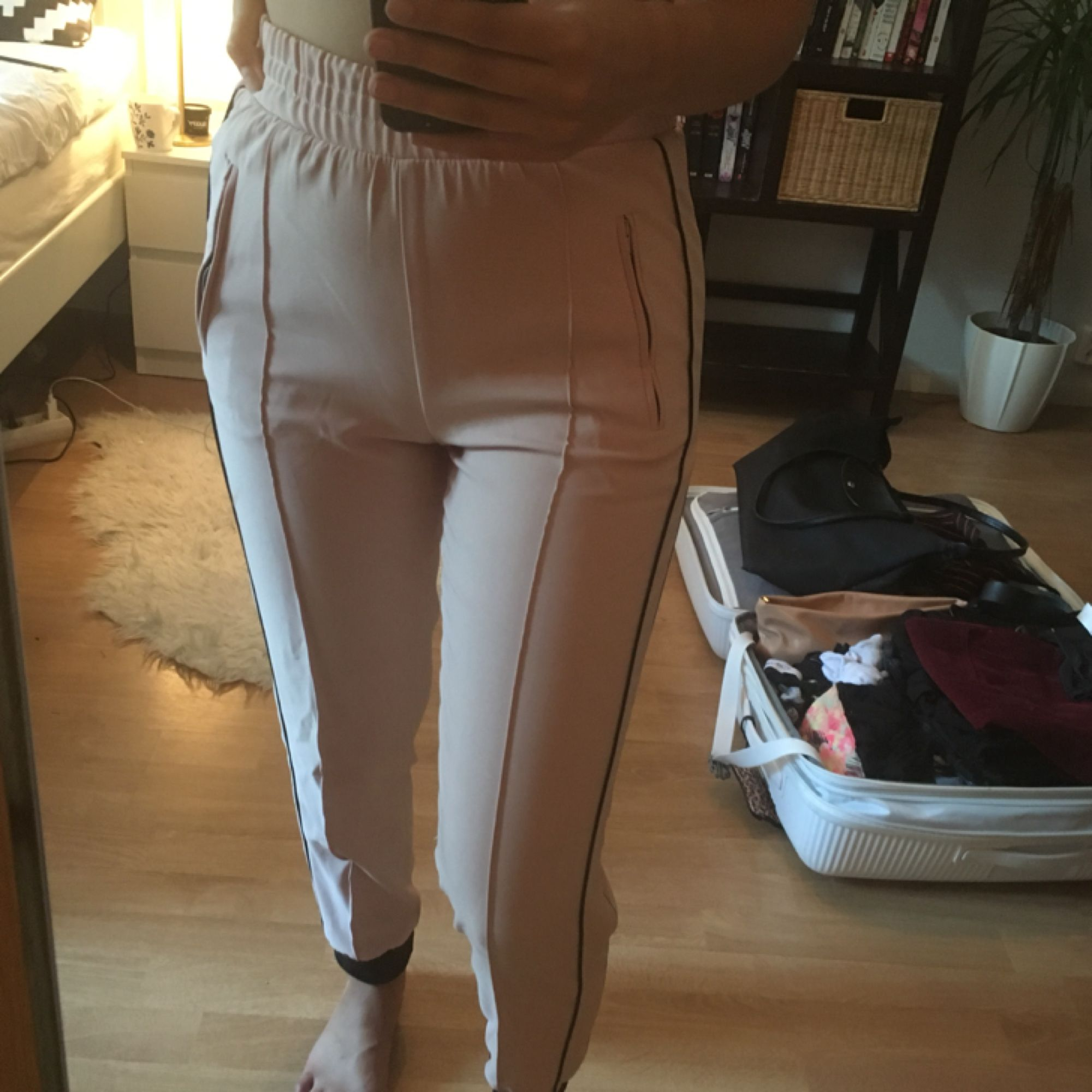 Byxor från Zara. Jeans & Byxor.