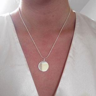 Superfint silver halsband helt oanvänt, köpt från H&M.
