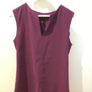 Elegant linne från United Colours of Benetton. Passar jobb och fritid. Finns i beige också. Köpt för 300kr