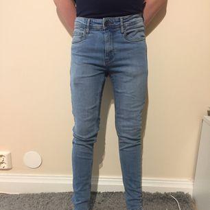 Ljusblå jeans från new yorker - Skinny fit Bill 27/30