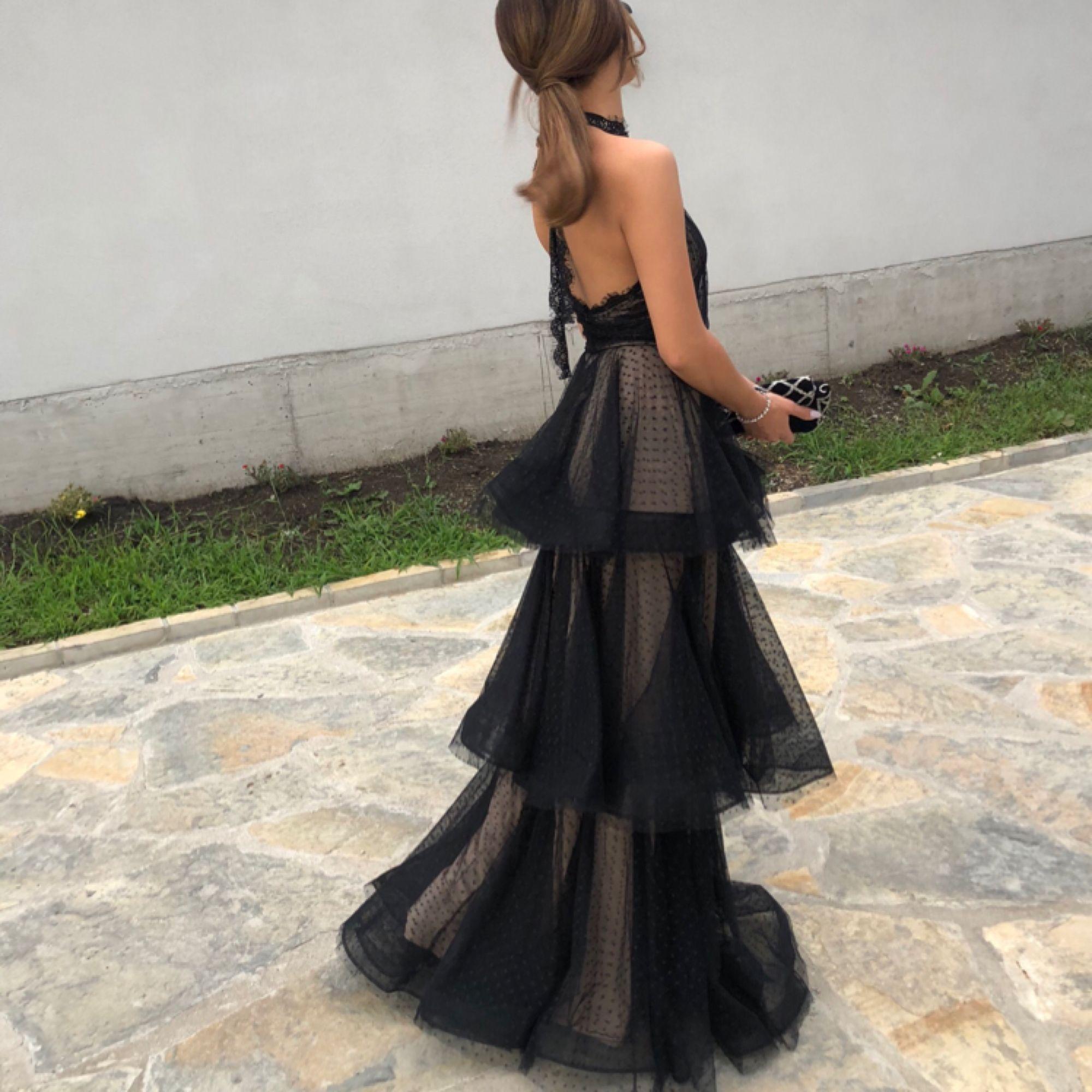 Säljer denna vackra långklänningi storlek 2 36 som jag endast använt en gång. . Klänningar.