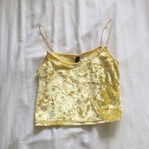 Jätte fint citron gult linne från h&m som jag inte längre använder.🍋🍋💛😛