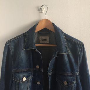 Jeansjacka från Acne Studios. Möts i Stockholm eller postar då köparen står för fraktavgiften