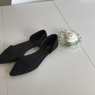 Säljer dessa snygga skorna från Nelly som köptes här på plick men som tyvärr var för stora för mig.🥂