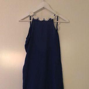 Säljer min nya helt underbara klänning pga fel storlek..