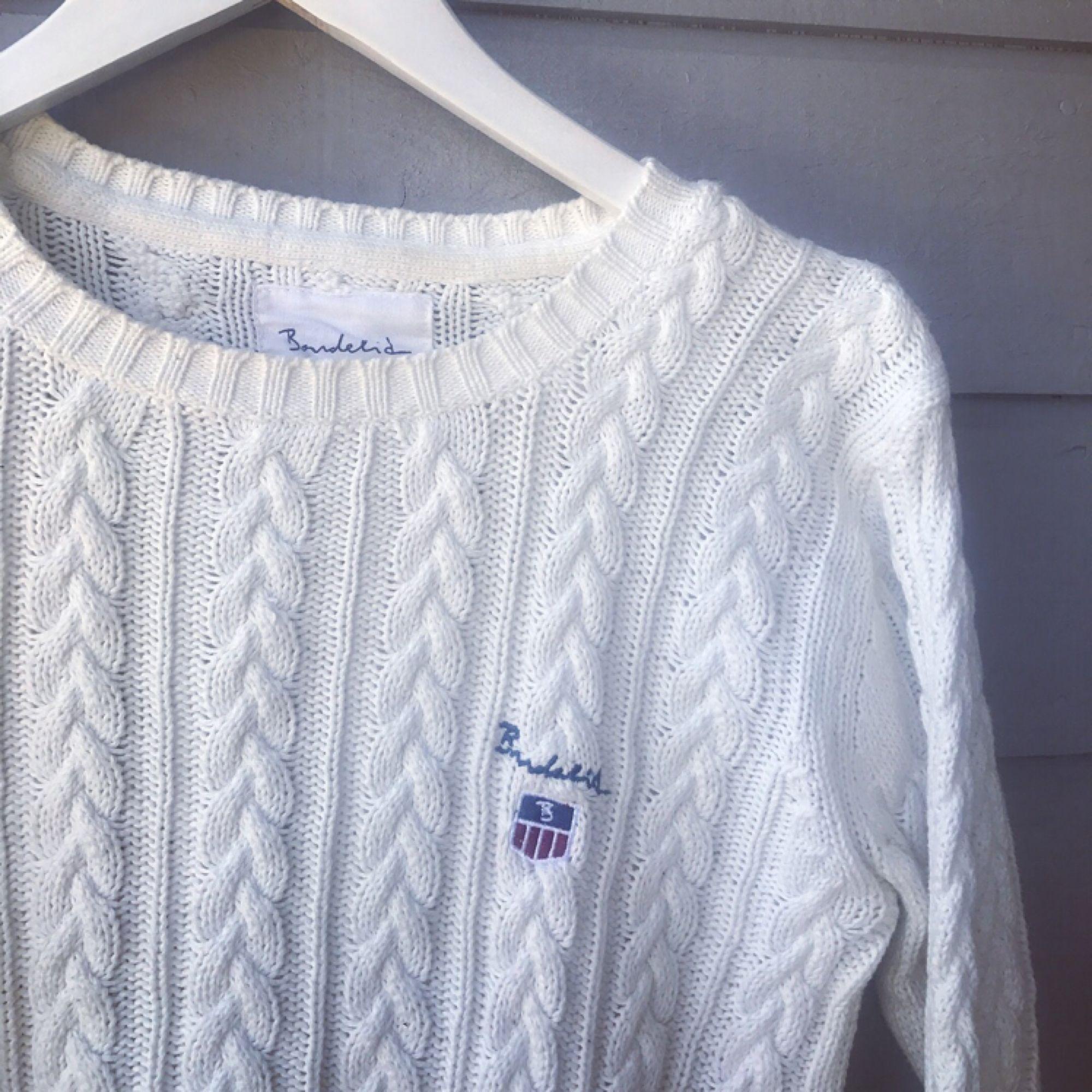 Kabelstickad tröja ifrån Bondelid. I fint skick, använd ett fåtal gånger. Men väldigt skön, varm och i bra kvalité! 💅🏼. Tröjor & Koftor.