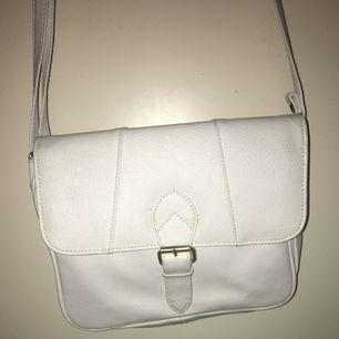 Söt liten vit handväska