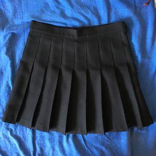 Klassisk AA-kjol! Tillverkas inte längre - passa på! Det står m i storleken men den passar en s bättre. Fri frakt!