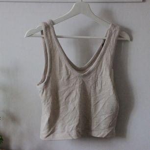 gratis frakt för köp över 300kr<3. ribbstickat linne som sitter löst. aldrig använt