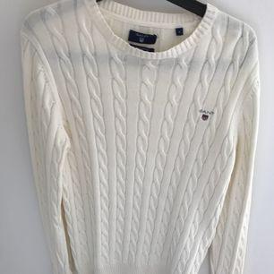Gant kabelstickad tröja strl S i fint skick. 250 kr + frakt