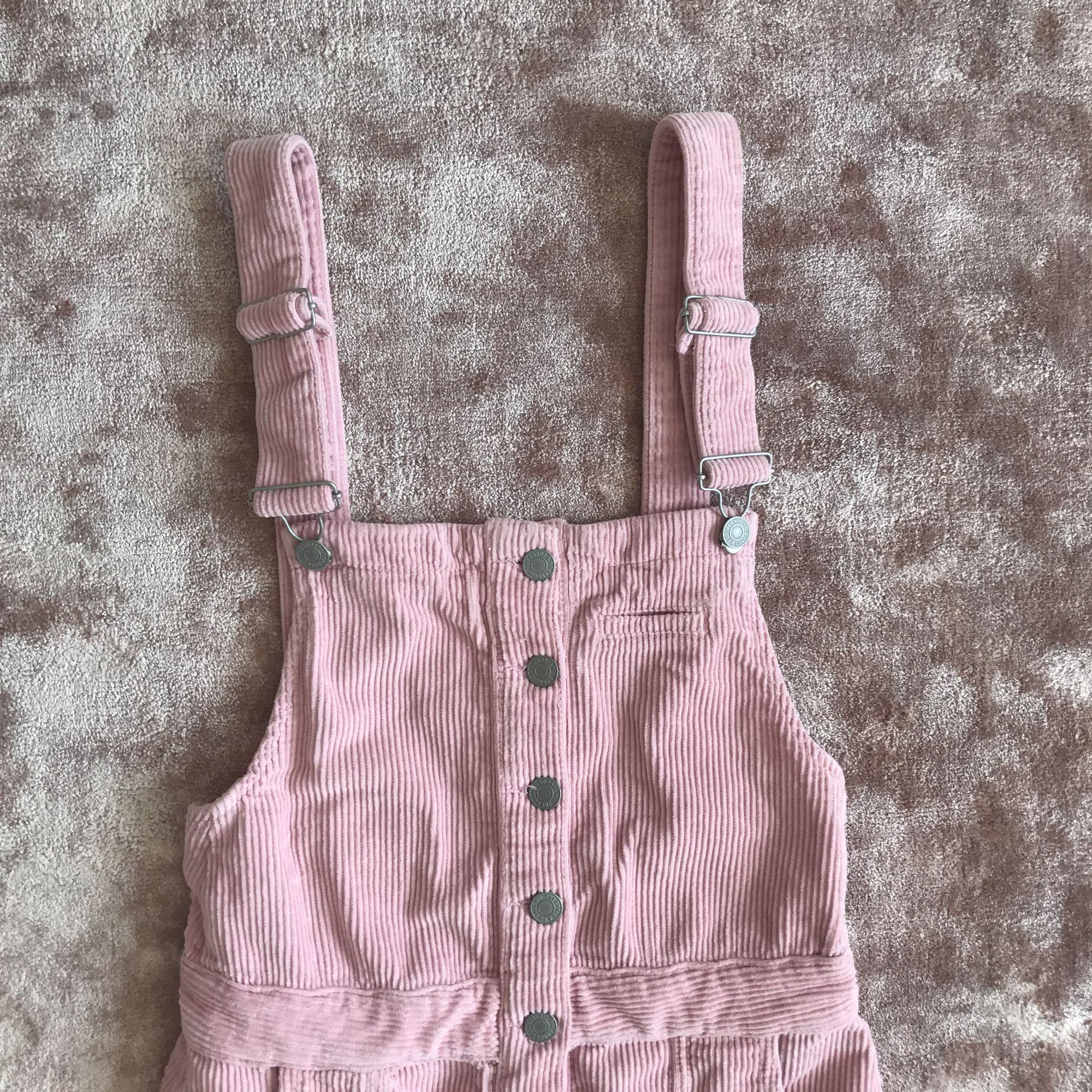 Kort ljusrosa manchester-klänning  . Klänningar.
