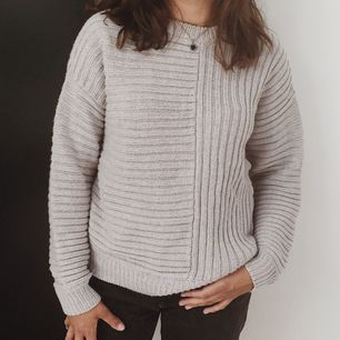Gosig stickad tröja från Gina Tricot ☁️🌿 / STORLEK: S men skulle även passa M / SKICK: Mycket fint! Använd endast ett fåtal gånger / Skriv gärna vid övriga frågor!