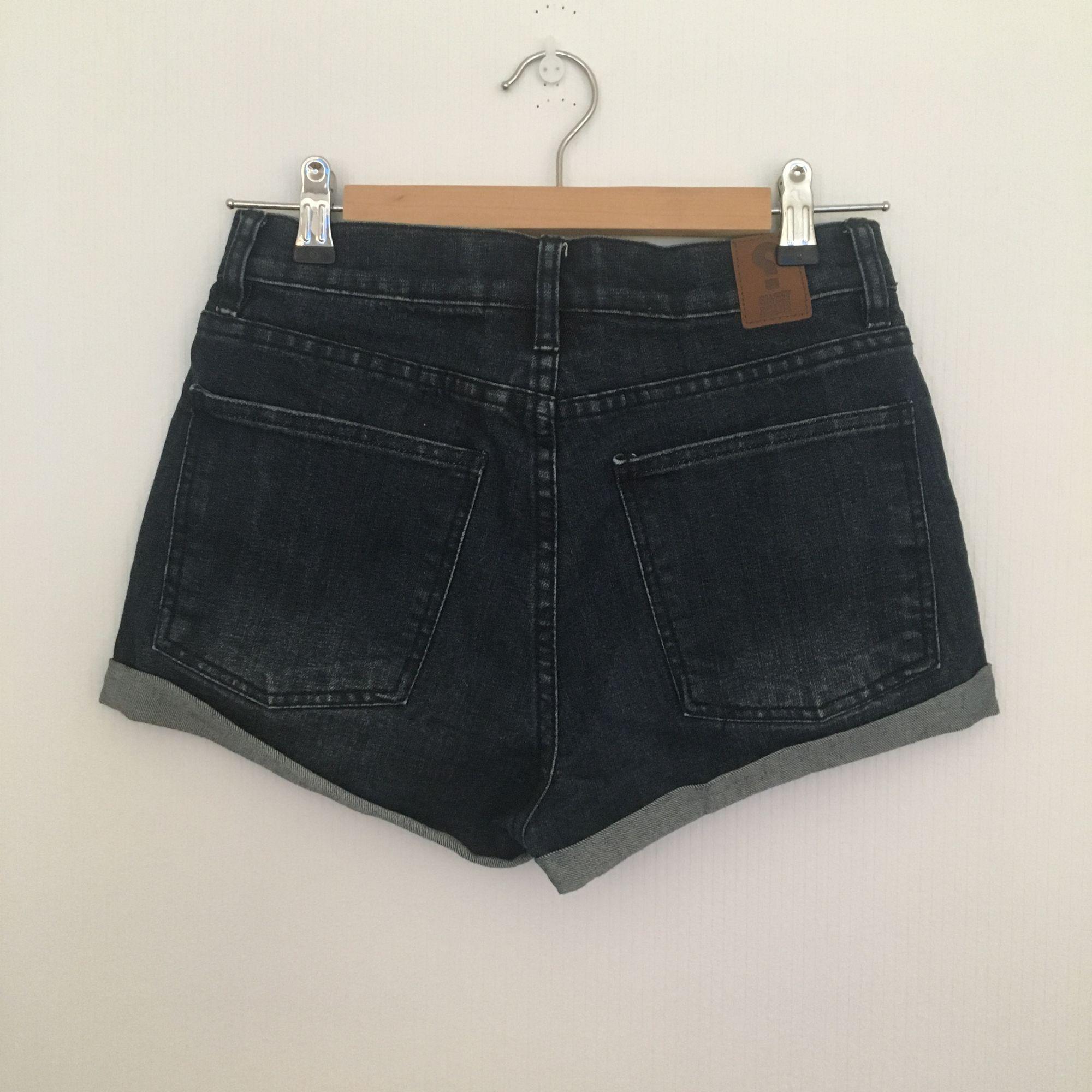 Snygga shorts från Sweet SKBTS. Jag har endast använt dem en gång. Passar XS och mindre S. . Shorts.