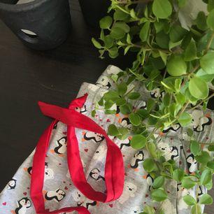 Ett par jätte söta mjukis/pyjamas byxor ifrån Cubus. Använda ensat 2gånger (finns en matchande t-shirt till) - frakten ingår i priset