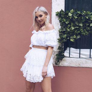 Säljer denna superfina kjol från Linn Ahlborgs kollektion med na-kd då den tyvärr inte kommer till användning! Storlek 34