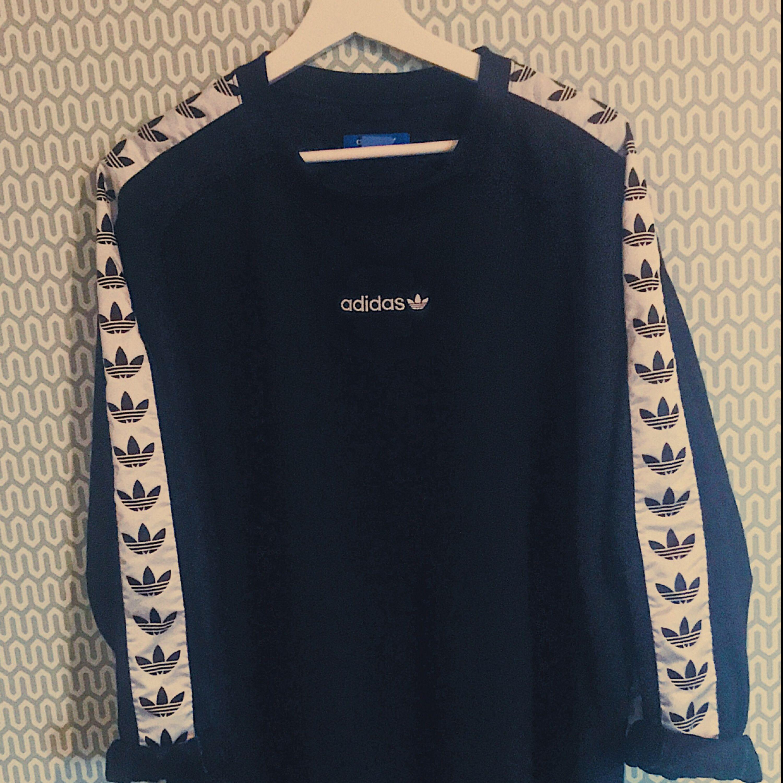 Adidas TNT sweatshirt. Otroligt populär och eftertraktad.  Skick 9/10. Huvtröjor & Träningströjor.