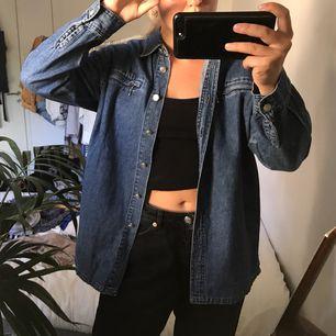 Snygg jeansskjorta av märket OLÉ i storlek S. I toppskick!