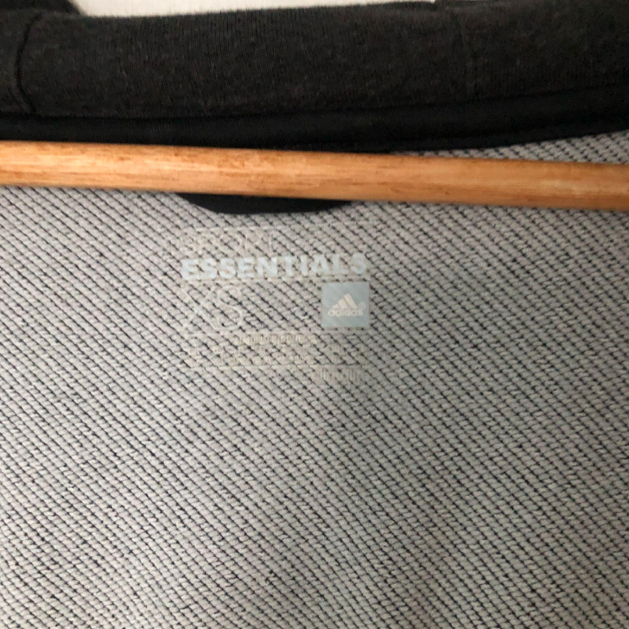 Adidas tröja. Helt ny, knappt använd. Passar S också. 120kr köparen står för frakten ❤️. Huvtröjor & Träningströjor.