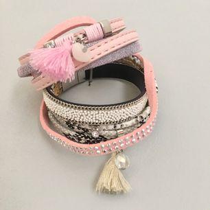 Två stycken snygga armband med flera detaljer.  Knapps ihop med magnetspänne.  Båda för 75kr