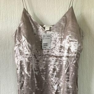 Silkes linne! Aldrig använd (pris lapp kvar) liten i storleken! Frakt tillkommer