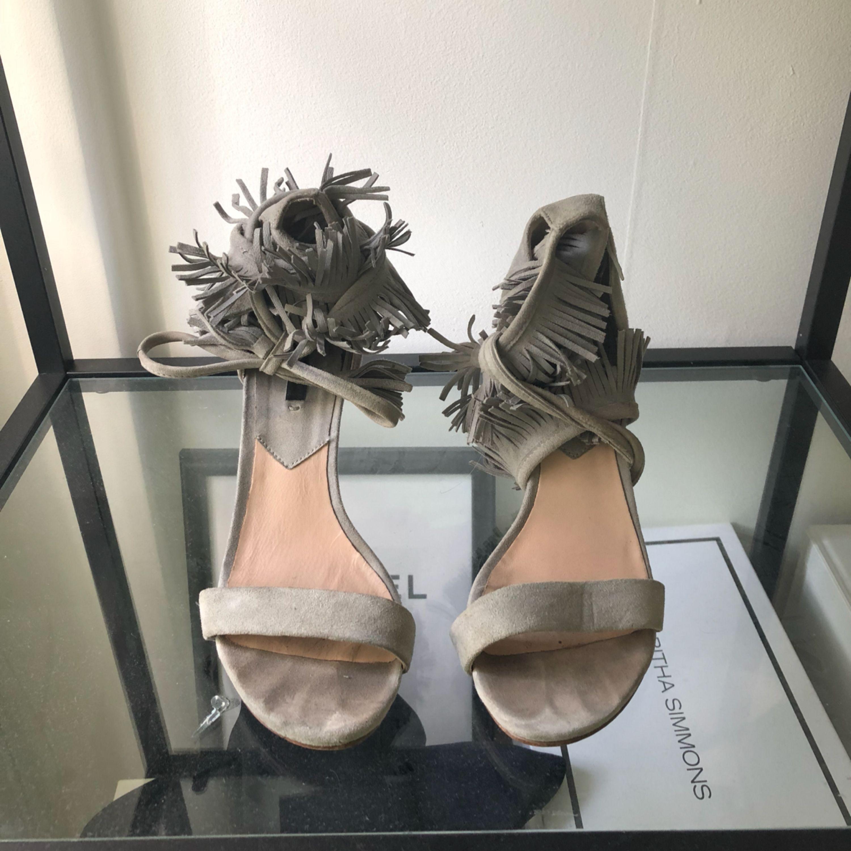 Snygga skor från mango, bilden gör dom inte rättvisa :( bra skick trotts använda. ⛔️fraktar inte⛔️. Skor.