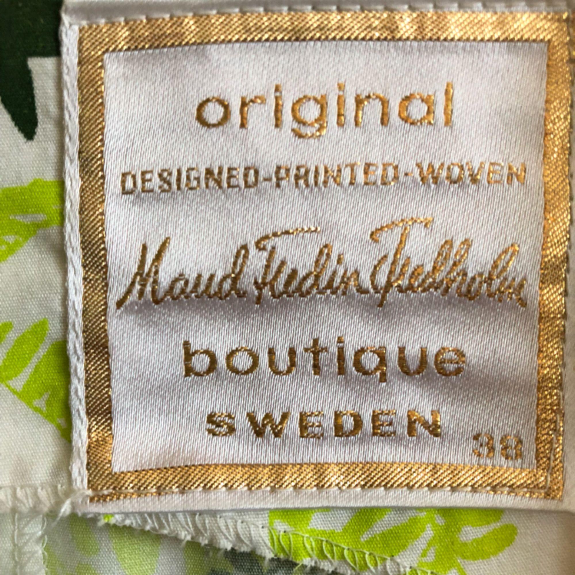 Klänning 50-tal i bra kvalite. Alla klänningar är i mycket fint skick! Endast använd få ggr.  Modell är 172cm och S. Möts upp i centrala Göteborg annars tillkommer frakt . Klänningar.