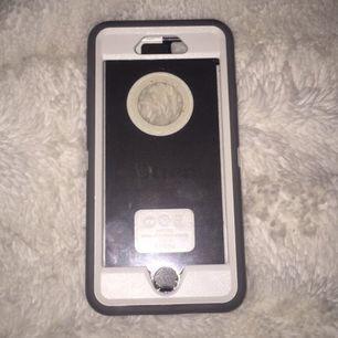 Superfint otterbox skal till iphone 6 och 6s använt ett fåtal gånger men kan ej använda längre eftersom jag bytt telefon! Nypris var 600kr men säljer nu för 120kr inkl frakt