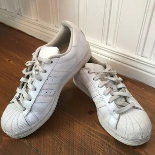 Adidas sneakers i strl 38 kr säljs för 100kr frakt ingår ej