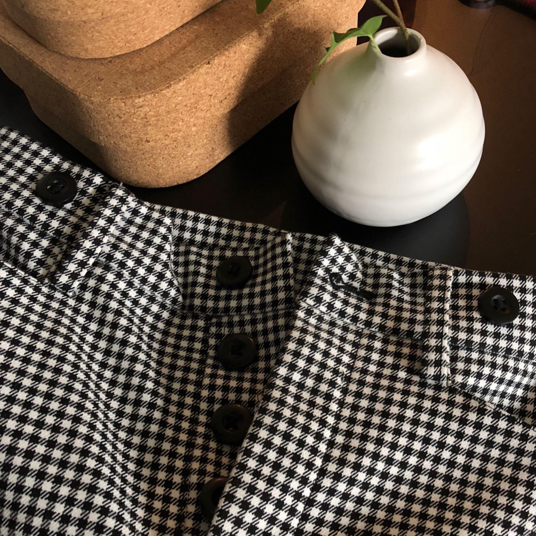 Sköna och snygga byxor från Other stories vårkollektion 2018 (nypris 700 kr). Ett par favoritbyxor som tyvärr används alldeles för sällan. OBS!! Läs i min beskrivning gällande möte runt om i sverige/frakt . Jeans & Byxor.