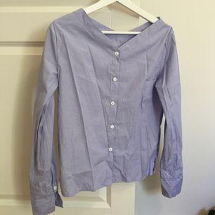 Fin skjorta nästan aldrig använd! Fraktar för 35kr! Tar ej ansvar efter den skickats!