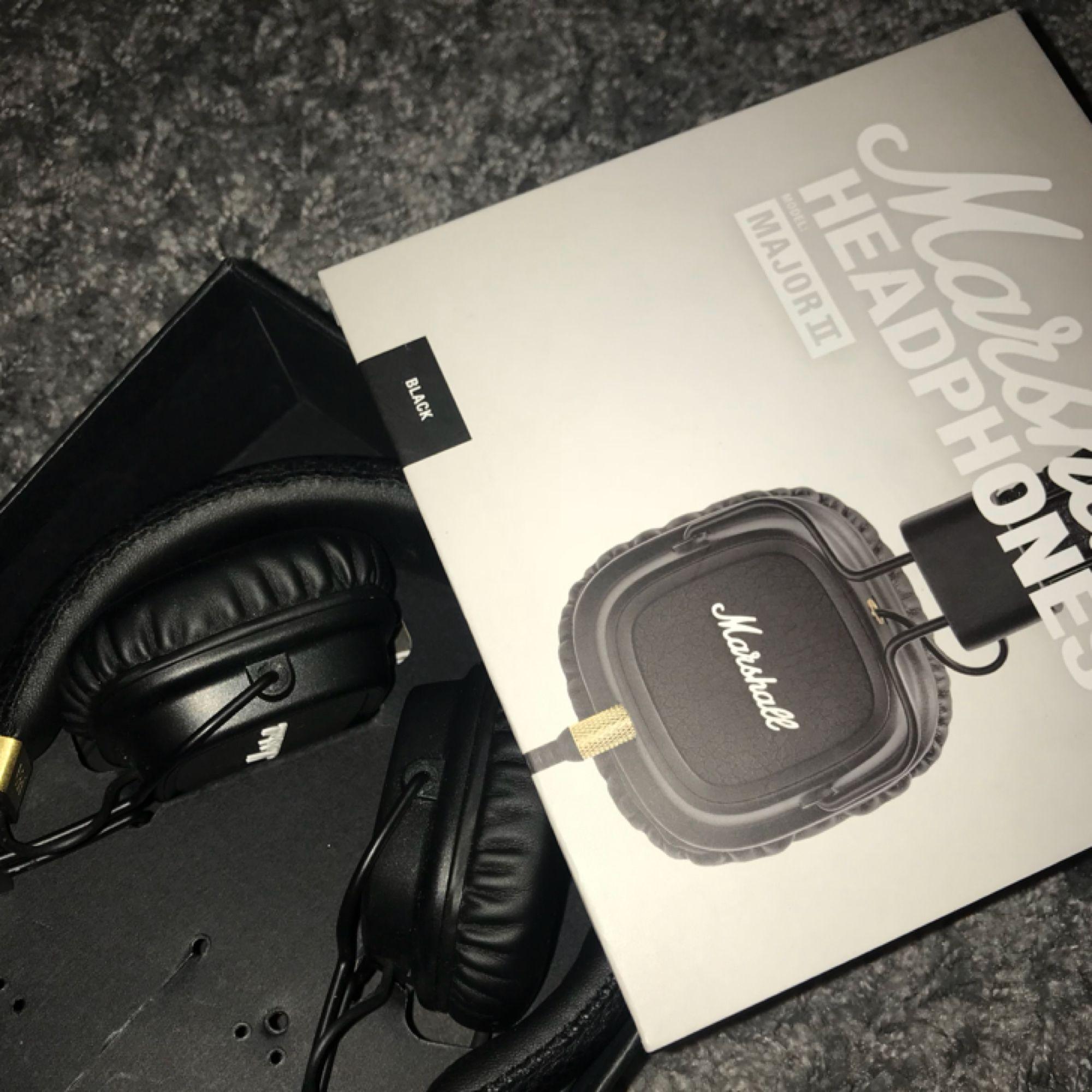 Headset från Marshall major 2! Bara testade pågrund av att jag inte tycker om att ha headset, fick dessa i present. Frakt ingår i priset! . Accessoarer.