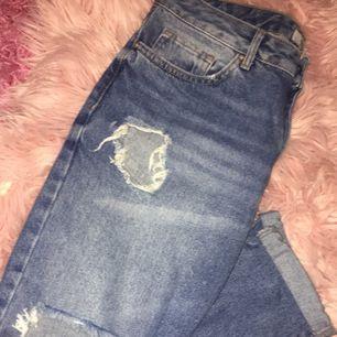Boyfriend jeans med mycket hål i från forever 21!!! 150kr och frakt ingår 153950b74d0d7