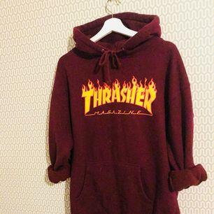 Vinröd Thrasher-Hoodie. I princip oanvänd. Lite tjockare o varmare material än på standard hoodien som är ganska tunn. Perfekt nu till vintern.