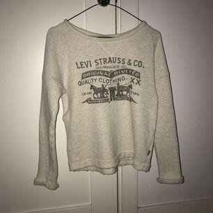 Fin tröja i bra skick med skönt material. Möts upp i stockholm, köpare betalar annars för frakt
