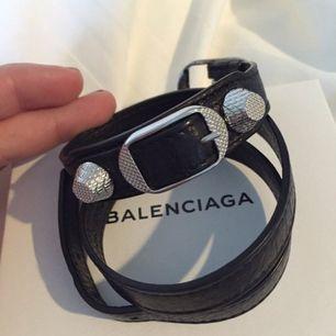 Söker Balenciaga-armband