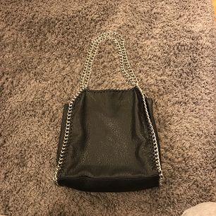 Väska från Tiamo, ny skick! Köparen står för frakten