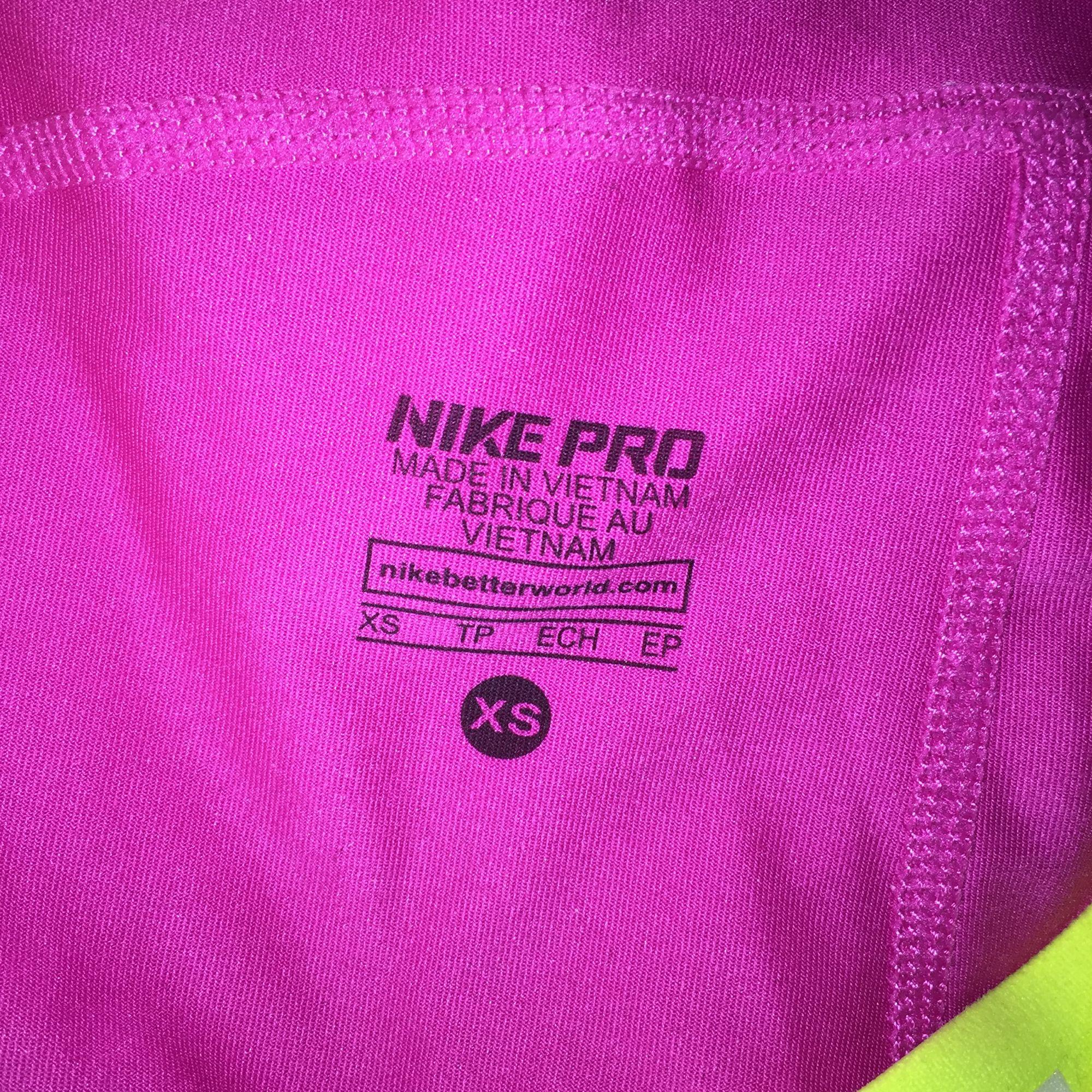 Nike PRO shorts dri-fit strl XS. Använda ett fåtal gånger och bra skick. Stretchiga och bekväma. (Kan mötas upp i centrala stockholm eller skicka om köparen står för frakten). Shorts.