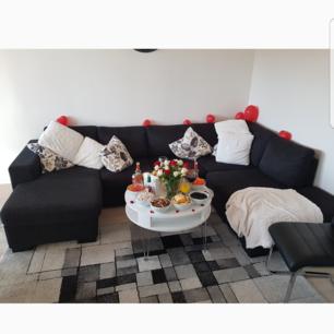 Säljer min soffa. Ge bud jag vill bli av med den så fort som möjligt   OBS. Liten hål på sidan av soffan men syns ej