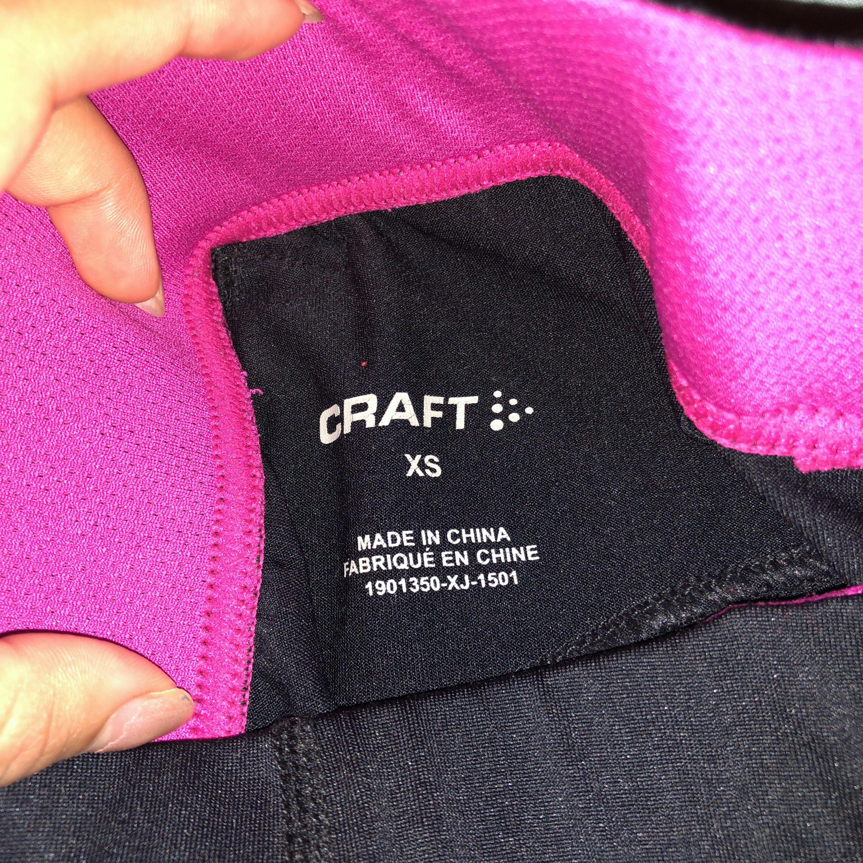 Köpt från sportringen, har används flertal gånger men  ser och är i fint skick, finns även en liten ficka för att ha i småsaker. Köparen står för frakten :). Jeans & Byxor.