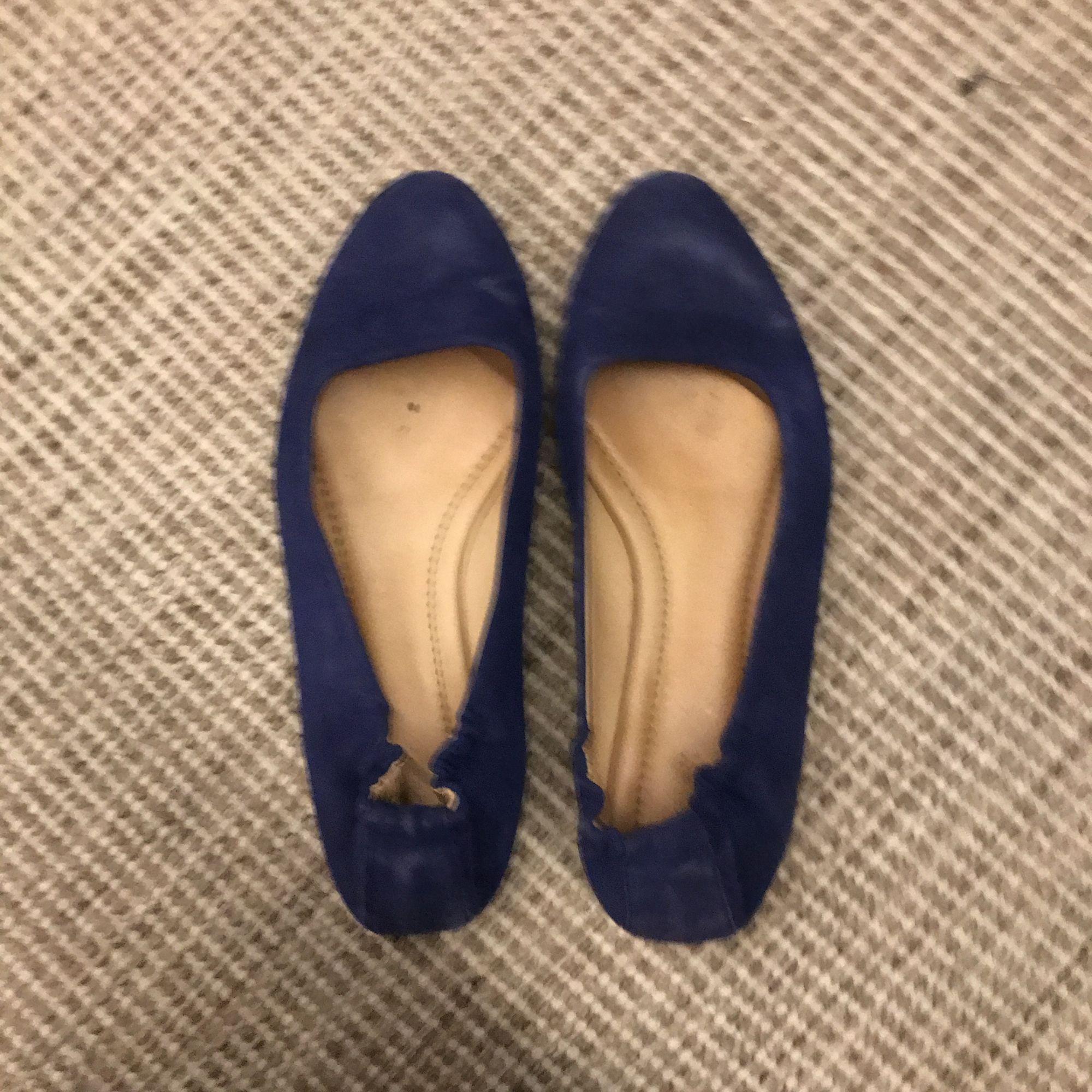 Blå ballerinaskor Filippa k knappt använda . Skor.