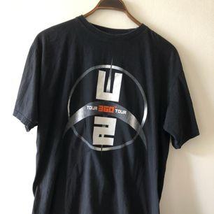 U2 tour T-shirt från 360 tour 2009 i trevligt använt skick