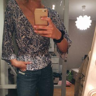 Jättefin omlott tröja. Har storleken XS men jag skulle säga att den passar lika bra på någon med storlek S