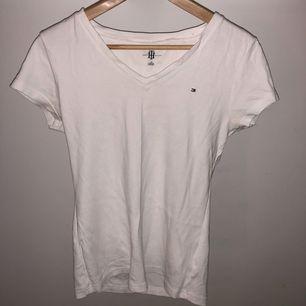 Tommy T-shirt : L :- 70kr