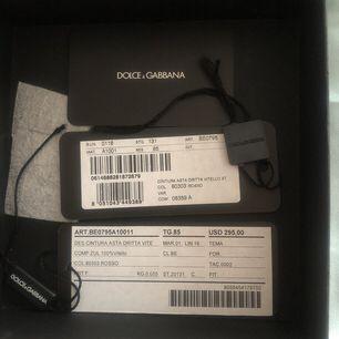 Dolce&Gabbana skärp använd enbart enstaka gånger, köpt från USA. Kartongen & prislapp medföljer.