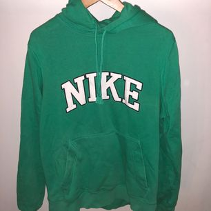 Nike grön storlek m.
