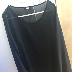 Svart blus från BikBok i transparent material!! Använd 1-2 ggr