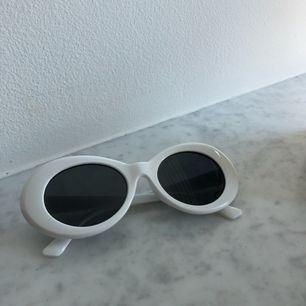 Retro solglasögon i fint skick. Kan frakta samt mötas upp i Sthlm. Köparen står för frakten.