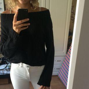 Helt vanlig basic stickad svart tröja från H&M