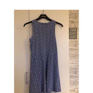 En fin klänning från skill i storlek 170. Använd på en skolavslutning. Väldigt fin och skön.